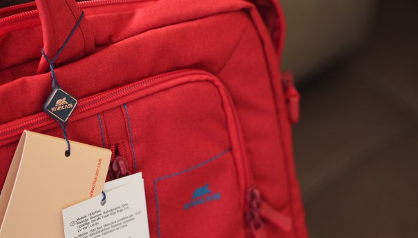 RivaCase 7530 (Red): защищенная сумка для ноутбука и не только